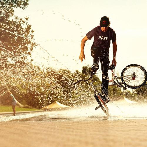 Sport Bikes Man Boy Water Spray behang