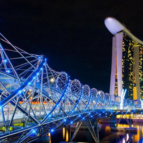 Stunning twisted Bridge in Singapore wallpaper