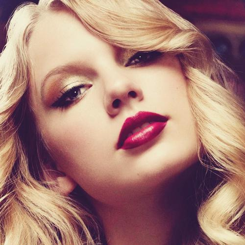 Taylor Swift Blonde Girl Makeup