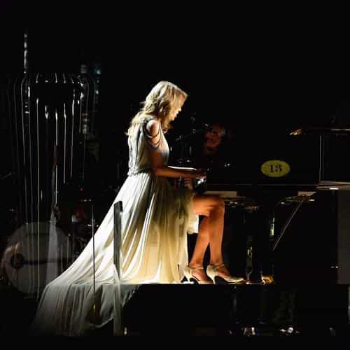 taylor swift piano concert woman music