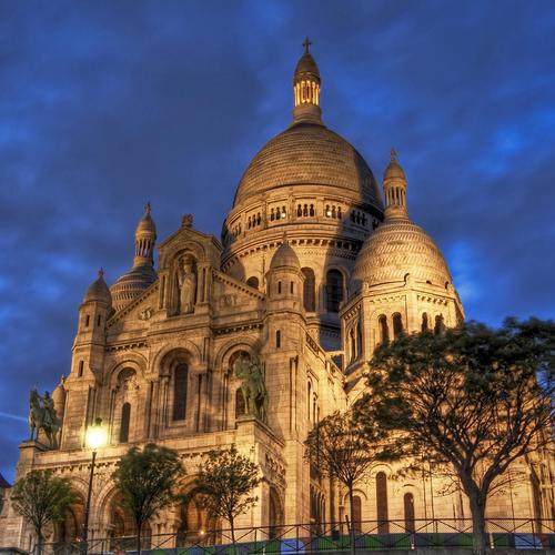 The Basilique Du Sacre Coeur De Montmatre wallpaper