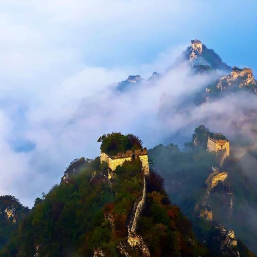 The Great Wall under clouds wallpaper