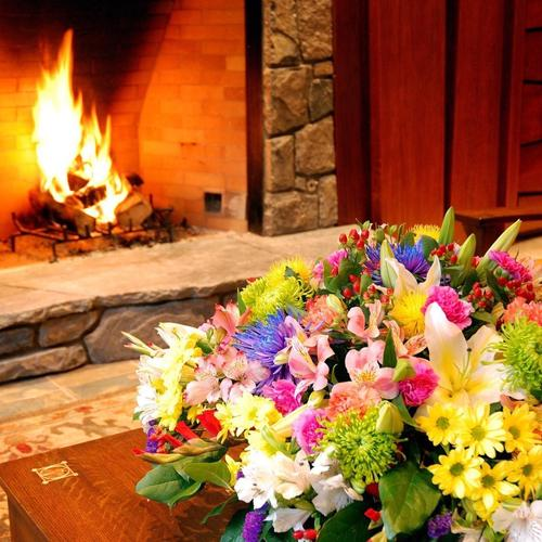 The romantic atmosphere of the fireplace