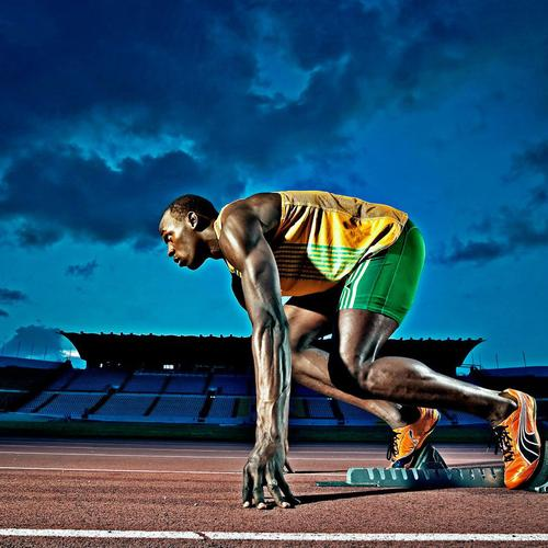Usain Bolt starting to run wallpaper
