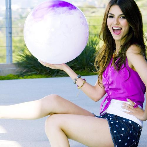 Victoria Justice in polka dots pant wallpaper