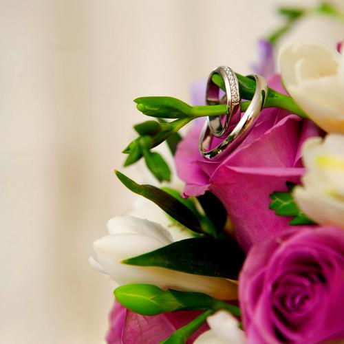 Wedding rings on flowers bouquet