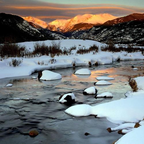 Winter sunset over the mountains and frozen river wallpaper