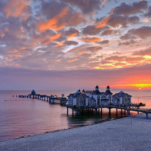 Wonderful ocean pier at sunset wallpaper