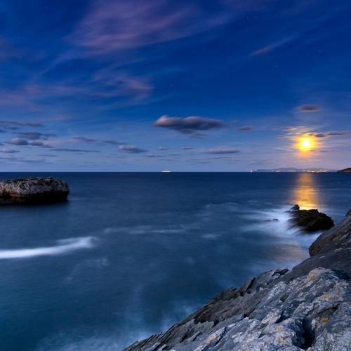 Wonderful rocky shore under the star sky wallpaper