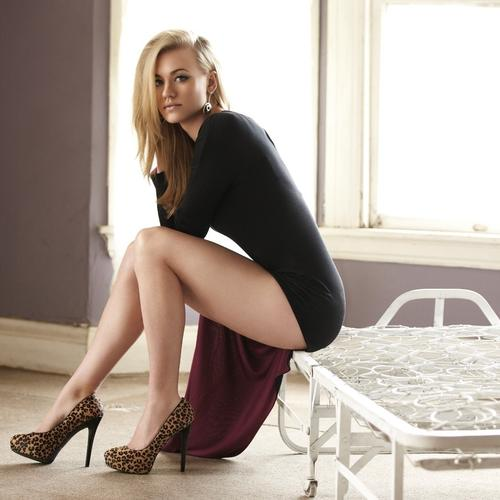 Yvonne Strahovski in black dress